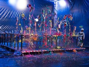 Marron provoca una impresionante lluvia de botes de pintura voladora en 'El Hormiguero 3.0'
