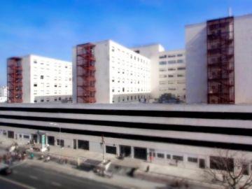 Fachada del Hospital Puerta del Mar en Cádiz