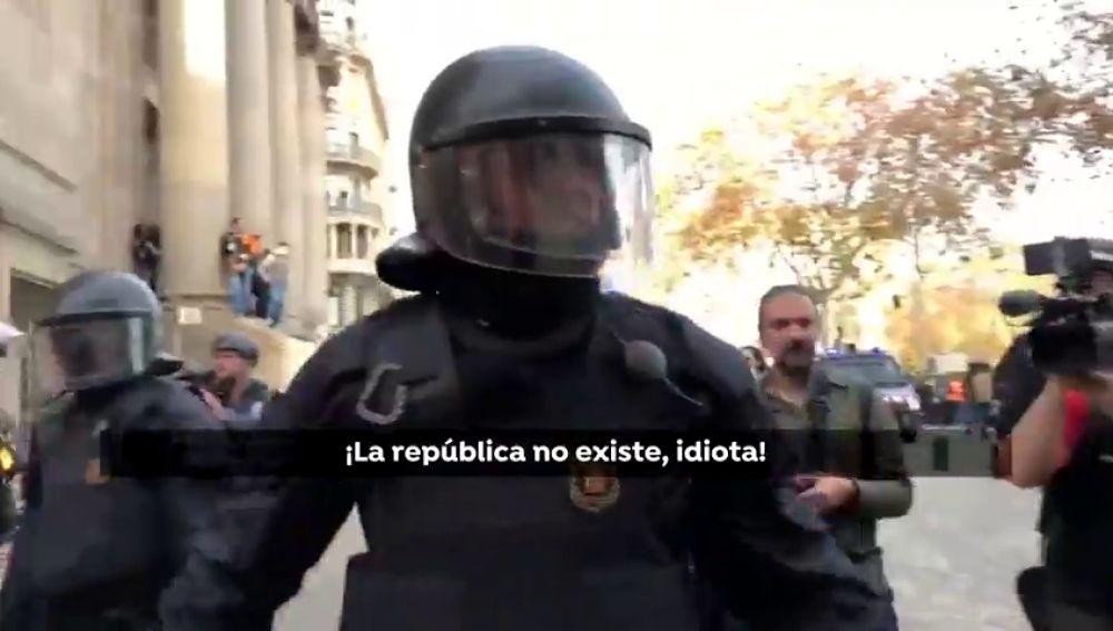 """Asuntos Internos cita a declarar al mosso que dijo a un agente rura: """"La república no existe, idiota"""""""