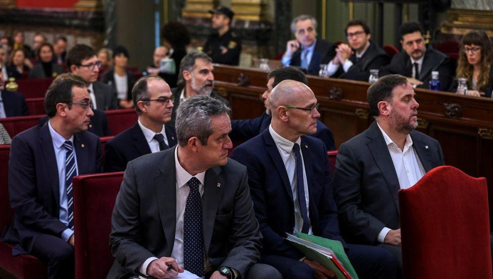 Joaquim Forn junto a Raül Romeva y Oriol Junqueras