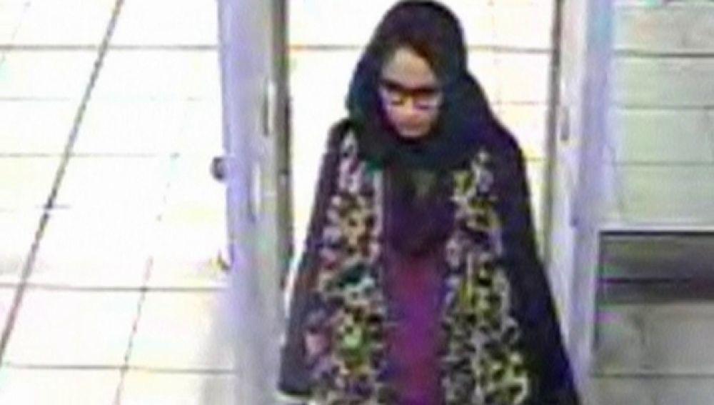 Una escolar que se unió a Daesh no lamenta su huida y quiere volver al R.Unido