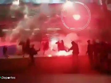 Los ultras atacan de nuevo: batalla campal en Zúrich y bengalas contra unos caballos en Plzen