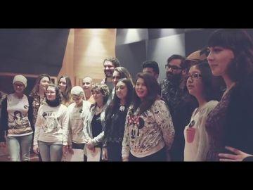 María Villalón, ganadora de 'Tu cara me suena', le pone voz al cáncer infantil junto a 18 adolescentes