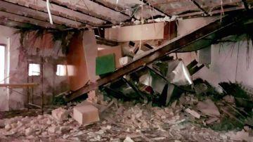 Se derrumba parte de un piso de un bloque de viviendas en Valencia