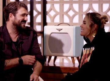 Antonio Orozco revela a Karol G su estrategia para los Asaltos de 'La Voz'