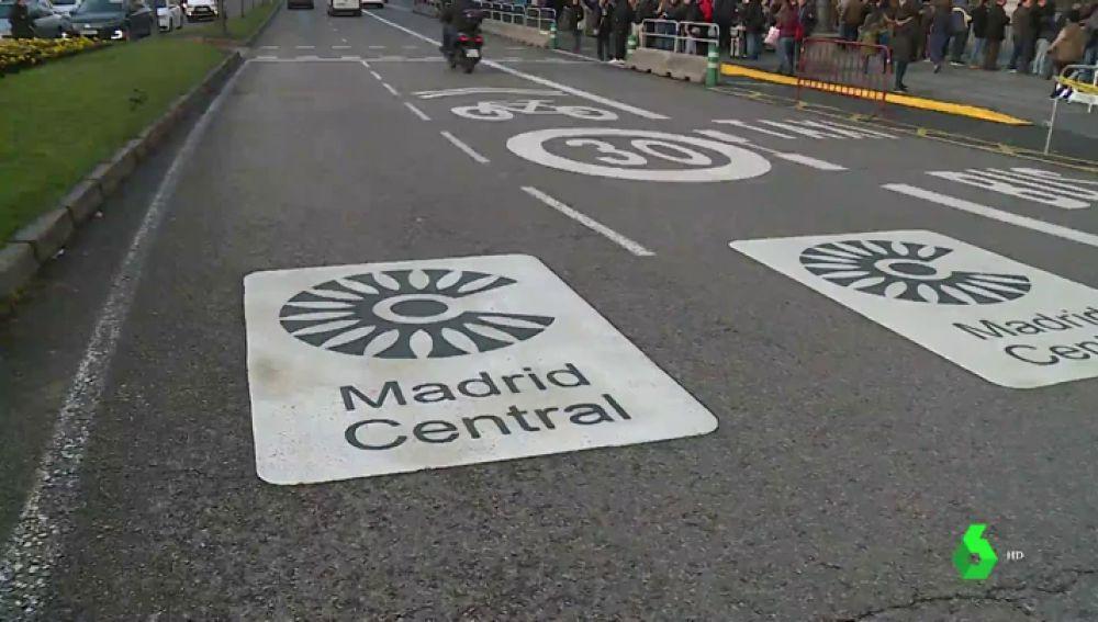 Empadronamientos a 200 euros y pases diarios por 20 euros: prolifera el mercado negro de permisos para acceder a Madrid Central