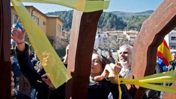 Inés Arrimadas retira lazos amarillos en Amer, Girona
