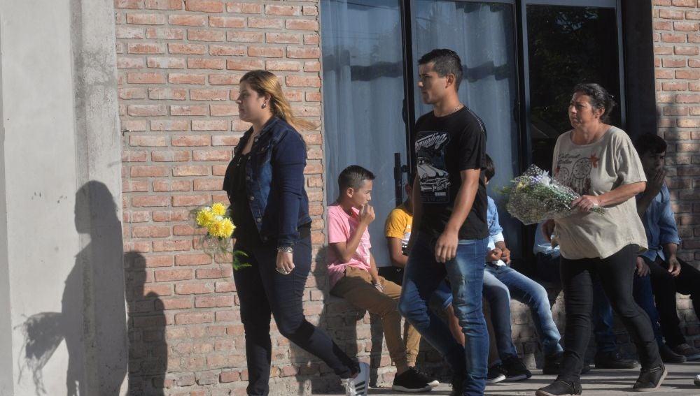 Familiares y amigos de Emiliano Sala acuden al velatorio del jugador en Argentina