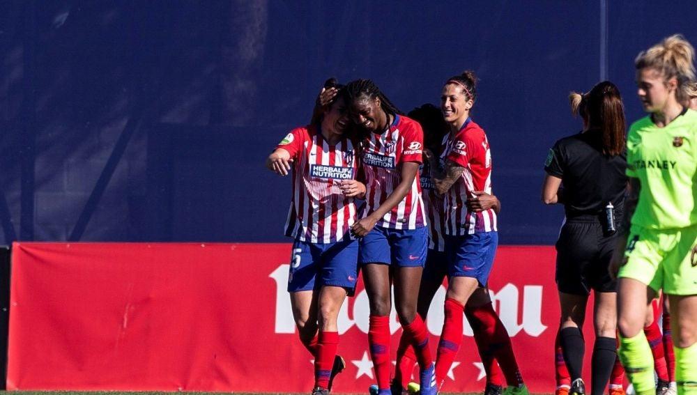 El Atlético celebra un gol de Ludmila