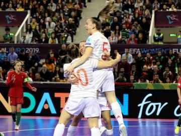 Mayte Mateo celebra un gol de España
