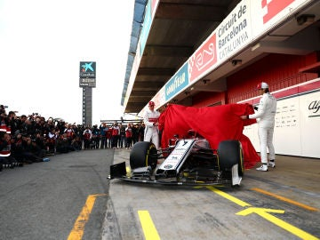 Antonio Giovinazzi y Kimi Raikkonen desvelan su nuevo monoplaza