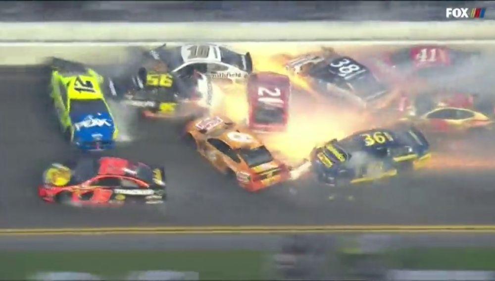 Brutal accidente en Daytona: hasta 22 coches implicados en una colisión múltiple