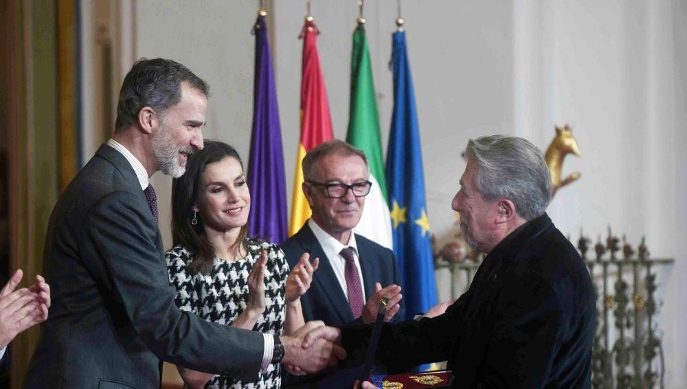 """El Rey defiende en la entrega de las Medallas de Oro de Bellas Artes que """"el talento necesita apoyo"""" institucional"""