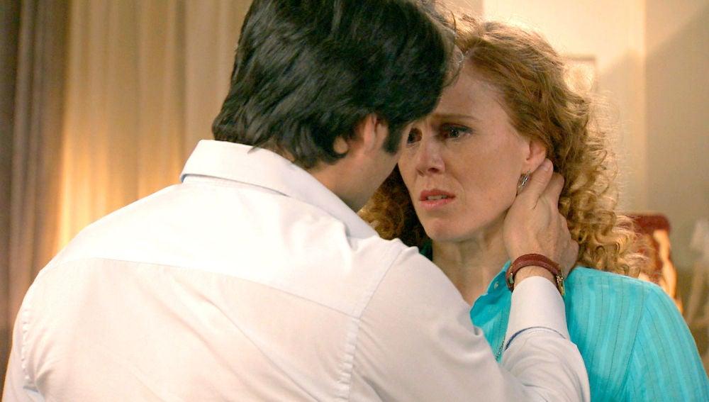 Natalia cae en el juego sucio de Gabriel
