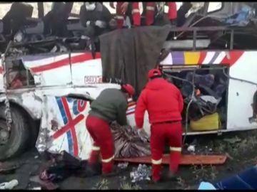 Al menos 22 muertos en un accidente de autobús en Bolivia