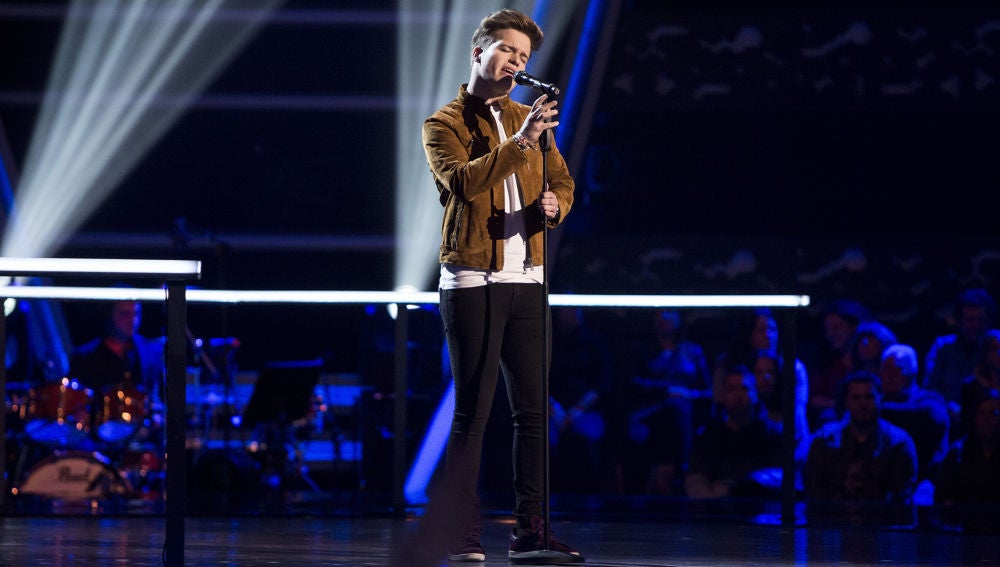 José Luis Cantero canta 'Héroe' en los Asaltos de 'La Voz'