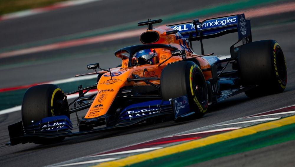 Carlos Sainz pilota el nuevo McLaren en Montmeló
