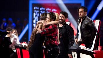 """David Bustamante se emociona tras la actuación de Lorena Fernández en los Asaltos de 'La Voz': """"Miguel Gallardo, estará muy agradecido del homenaje que has hecho a su canción"""""""