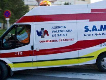 Imagen de archivo de una ambulancia en Valencia