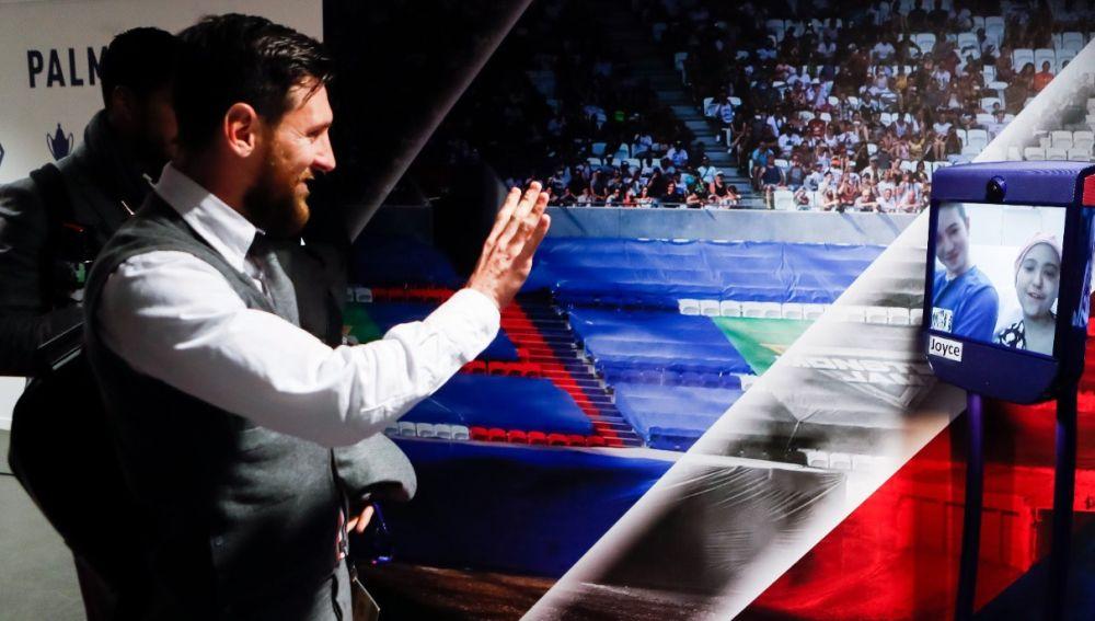 Joyce y Jibril saludan a Leo Messi