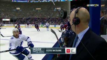 Se salvó de milagro: un periodista, a punto de recibir el impacto de un disco de hockey