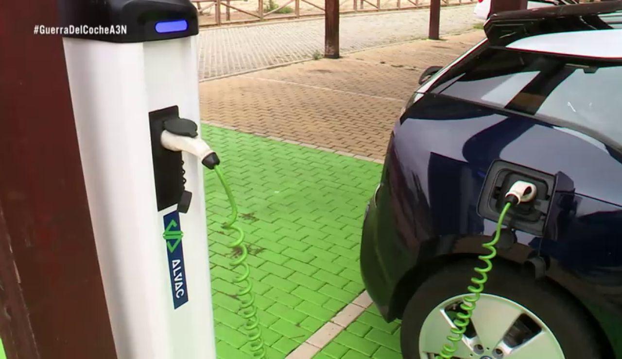 Los jóvenes comparten vehículos ecológicos para sus desplazamientos urbanos