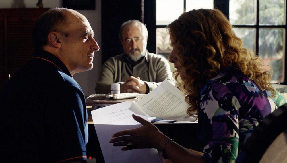 La dura negociación entre Don Julio, Almudena y Alfonso sobre la 'Sal del Himalaya'