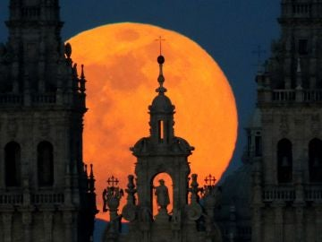 Superluna sobre Santiago de Compostela