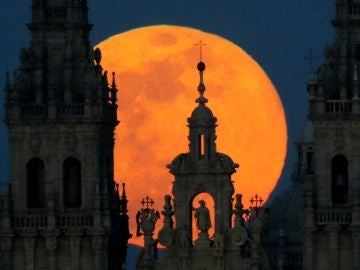La luna de nieve a su paso por España.