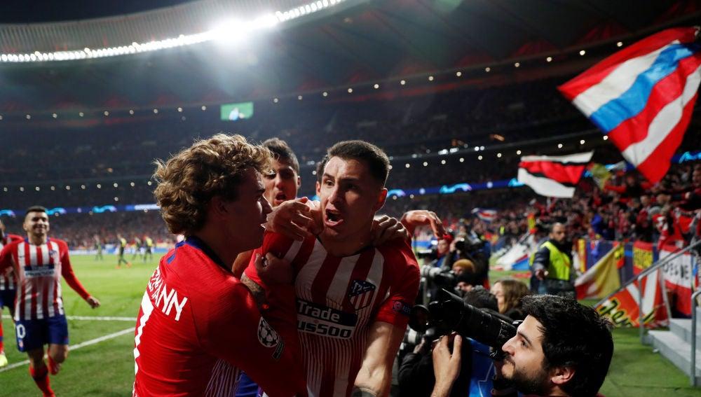 Giménez celebra su gol a la Juventus