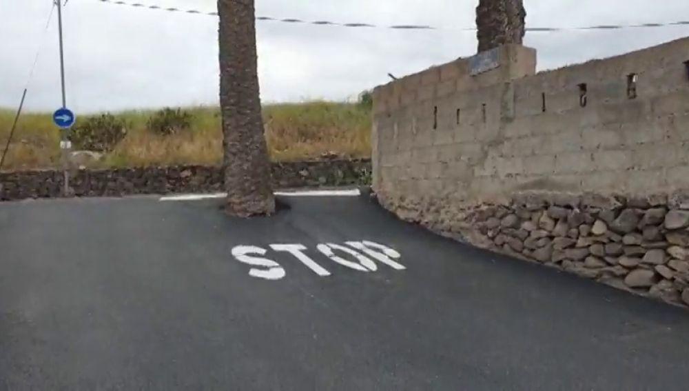 La señal de 'stop' más surrealista está en Gran Canaria