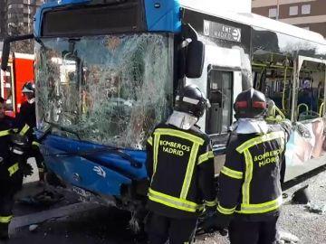 Cinco personas heridas leves en un accidente de autobús de la EMT