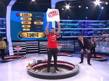 Un concursante sorprende en '¡Ahora caigo!' con su invento: ¡el 'Paracaigo'!
