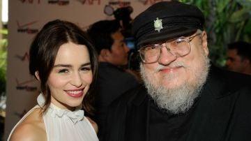 Emilia Clarke y George R.R. Martin