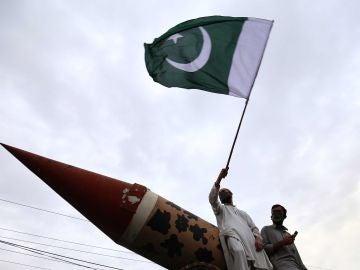 """La India y Pakistán no rebajan el tono pese a """"gesto de paz"""""""