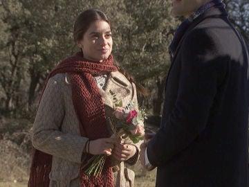 ¿Quieres el ramo de flores con el que Álvaro le pide matrimonio a Elsa? ¡Participa en nuestro concurso!