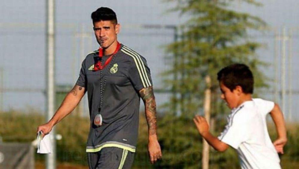 Álvaro Benito, dirigiendo sus entrenamientos con el Real Madrid.