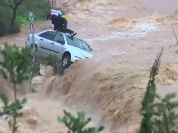 Rescate de un hombre atrapado en su coche en una riada cerca de Jerusalén
