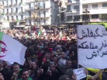 Protestas en Argelia contra Buteflika, en el poder desde hace 20 años