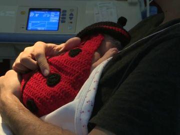 La emotiva propuesta del hospital Clínic: disfrazar a los neonatos por Carnaval