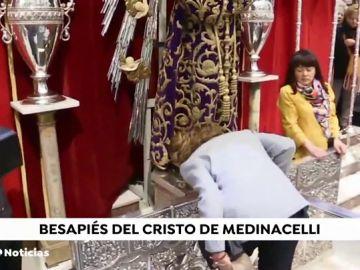 La infanta Elena cumple la tradición de venerar al Cristo de Medinacelli