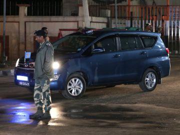Un coche de las fuerzas indias en el que se cree que viaja el comandante indio Abhinandan Varthaman