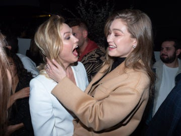 ¿Qué le está haciendo Gigi Hadid a Karlie Kloss?