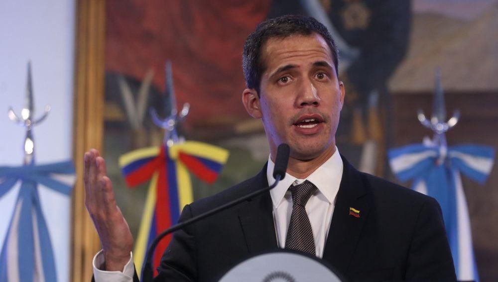 El jefe del Parlamento de Venezuela, Juan Guaidó, habla durante una rueda de prensa en Buenos Aires, Argentina