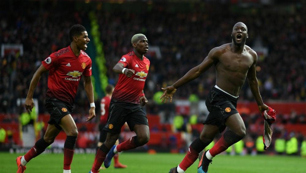 Lukaku celebra un gol del Man U