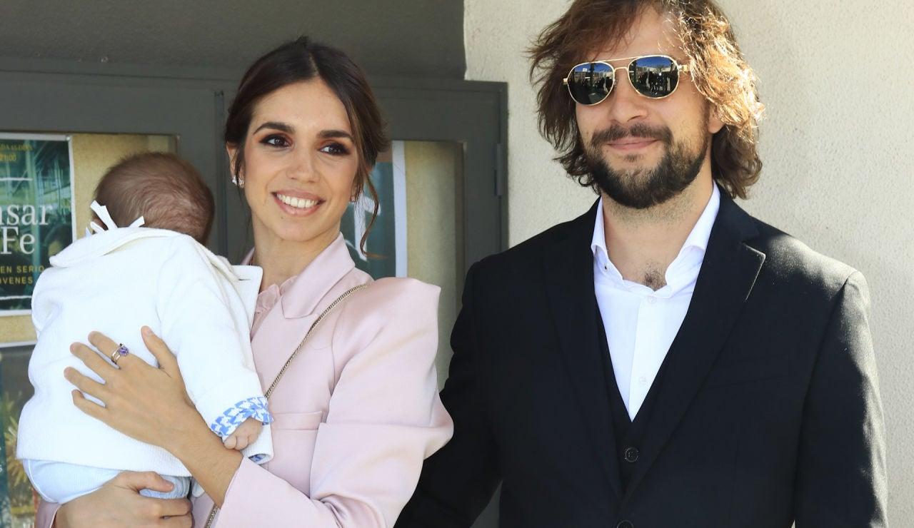Elena Furiase, junto a Gonzalo Sierra en el bautizo de su hijo Noah