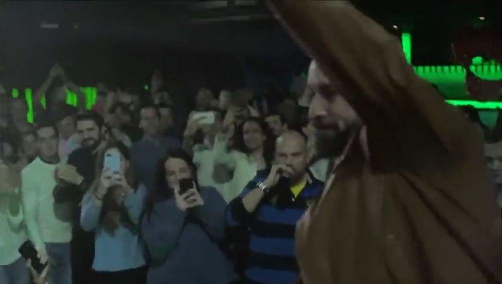 Cientos de jóvenes se van de 'Cañas por España' con Santiago Abascal