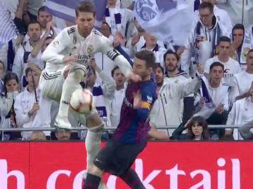 El golpe de Ramos a Messi