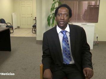 Un activista afroamericano logra ser el líder de un grupo neonazi de EEUU con el objetivo de destruirlo