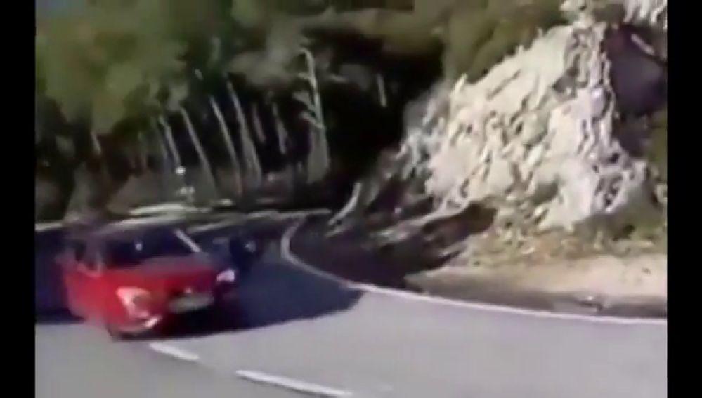 Idenitificado un conductor temerario al que grabaron a punto de arrollar a varios motoristas
